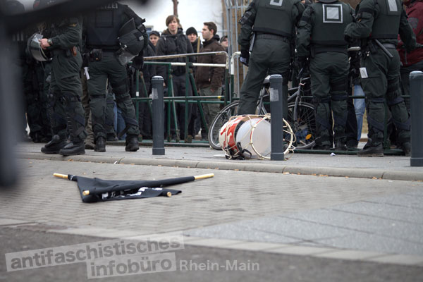 Nach der Auseinandersetzung mit der Polizei - Neonazis am 18.02.2012 in Worms